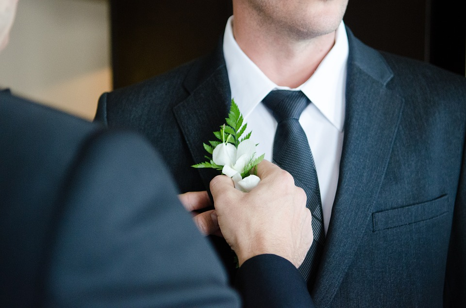 Three Reasons You Should Use Custom Ties for Your Wedding Party